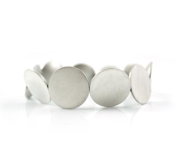 Armband aus Silber Punkte