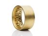 Breite Trauringe aus Gold mit Endlos-Namensband
