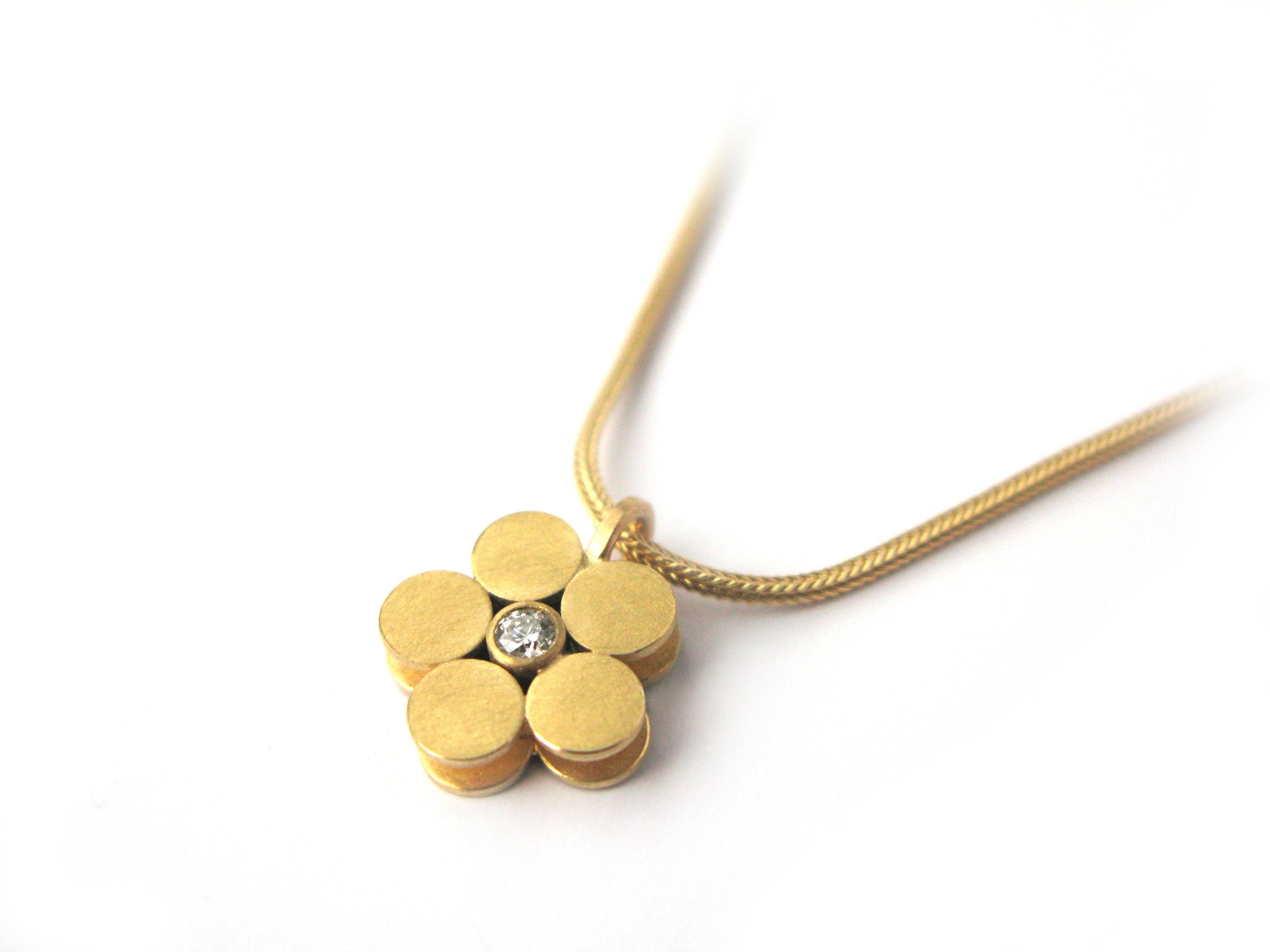 Bluemchen-Kette-Gold-mit-Brillant