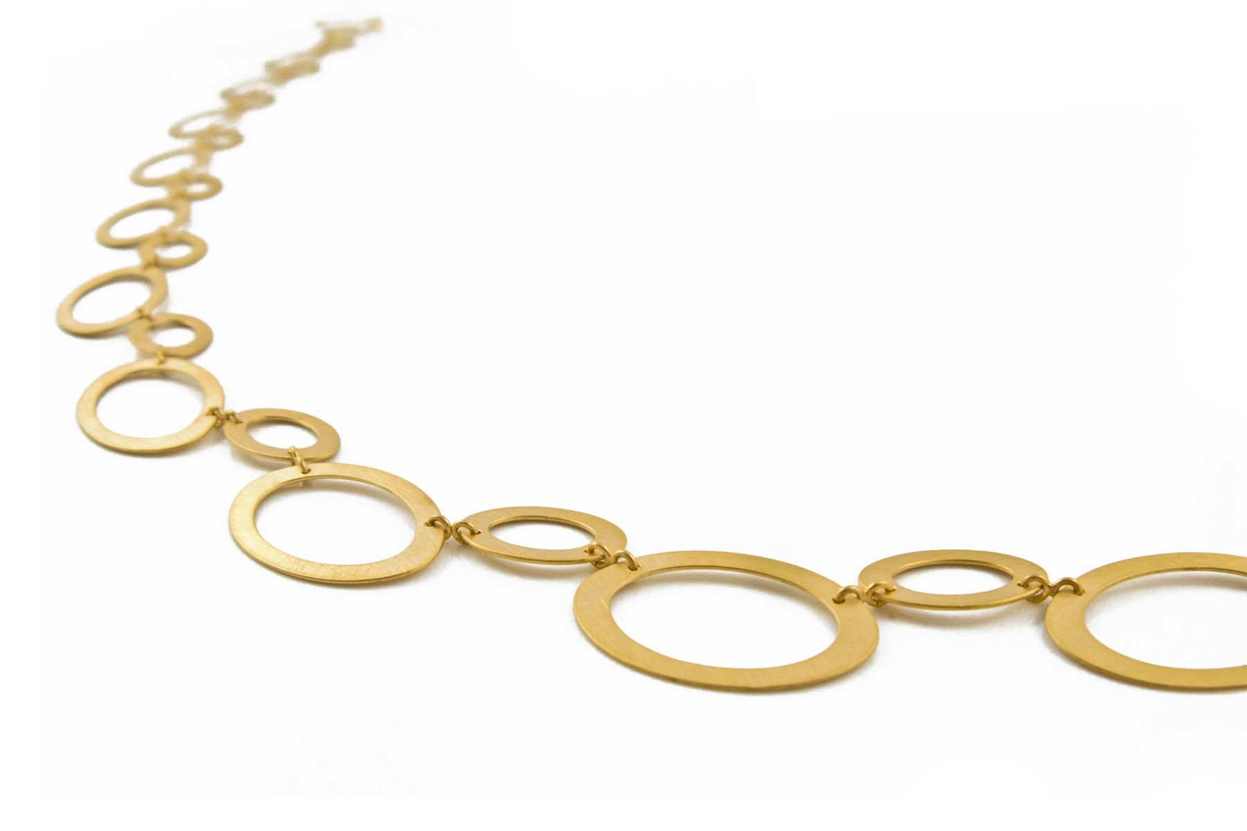 Ovale Ösenkette aus Gold