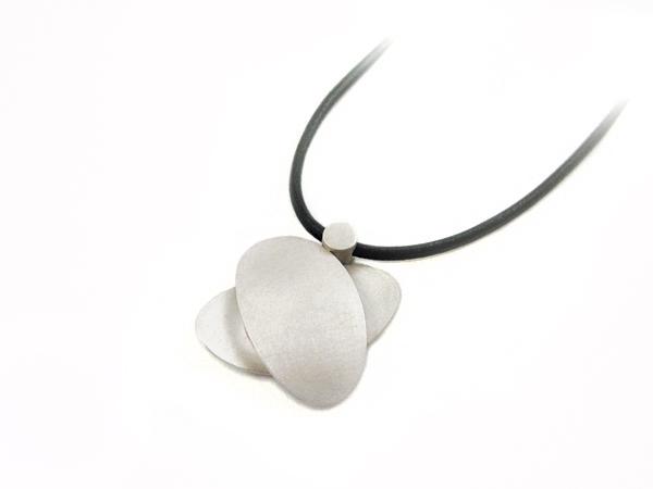 Silberkette mit gekreuzten Ovalen