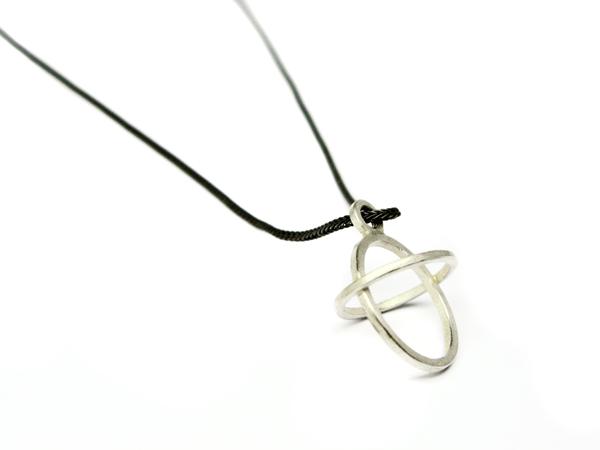 Ovales kleines Silberkreuz
